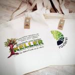 Zeigen Sie Verantwortung und setzen Sie auf nachhaltige Bio-Baumwolltaschen. Ob mit langen oder kurzen Henkeln...